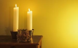 Schafgarbe und Kerzen